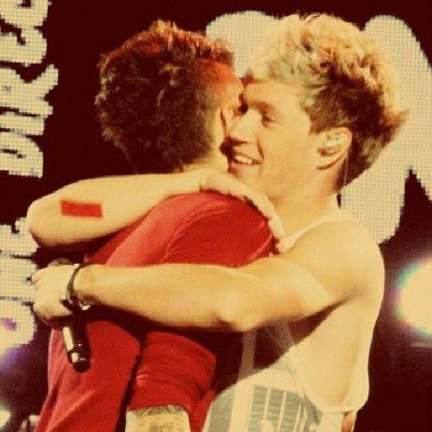 WHAT A BEAUTIFUL ZIALL HUG