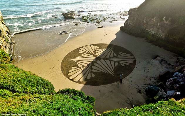 Andres Amador, sand artist