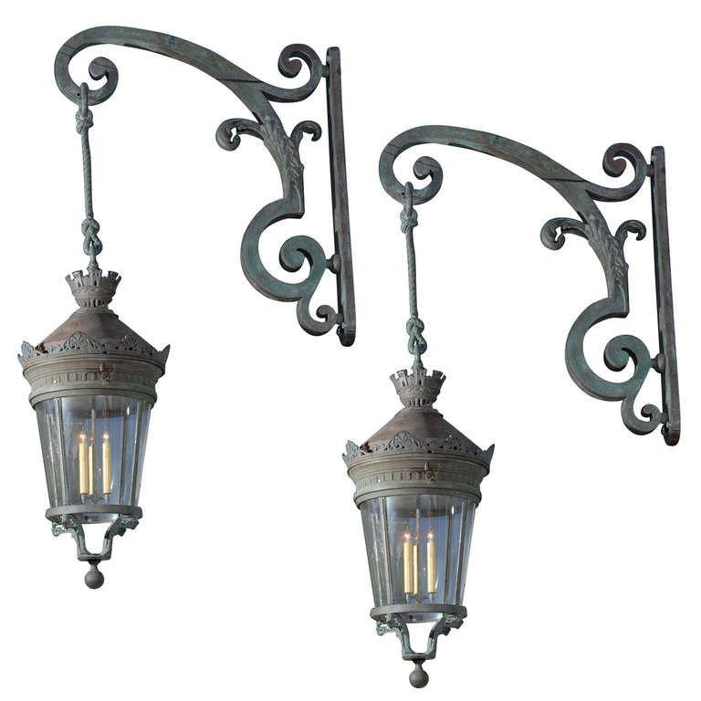 Pair Of 19th Century Parisian Lanterns Suspended From Brackets 1stdibs Com Antique Light Fixtures Exterior Light Fixtures Outdoor Wall Light Fixtures