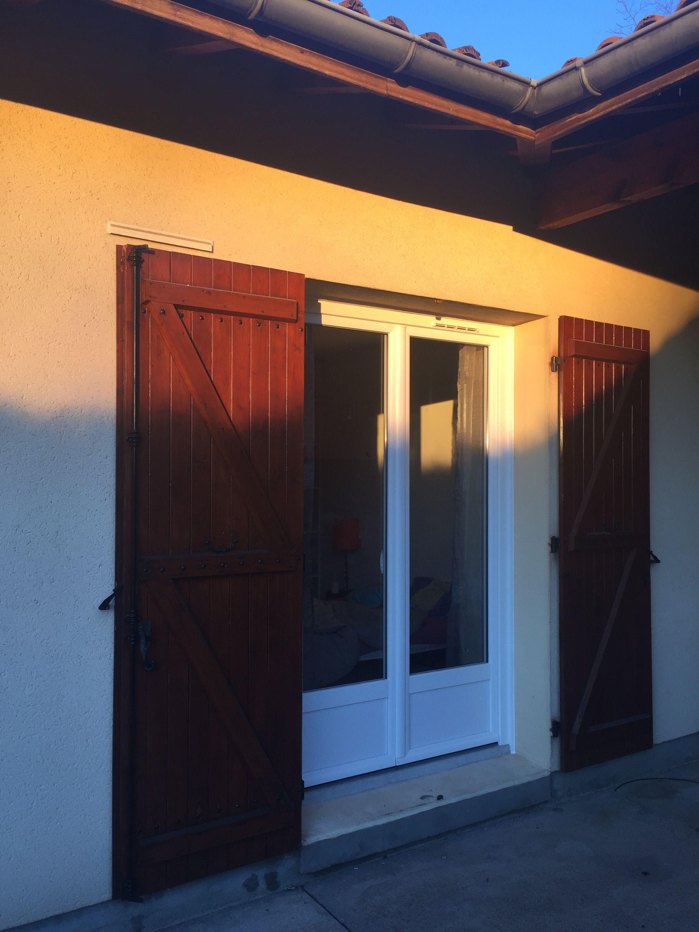 installation par delmas diffusion d 39 une porte fen tres 2 vantaux en pvc blanc r alisations. Black Bedroom Furniture Sets. Home Design Ideas