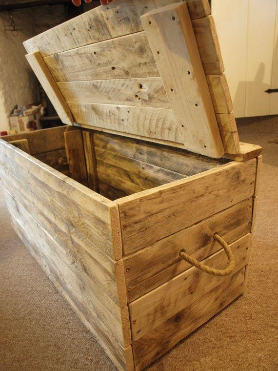 die besten 25 h lzerne deckenbox ideen auf pinterest rustikale spielzeugboxen decken box und. Black Bedroom Furniture Sets. Home Design Ideas