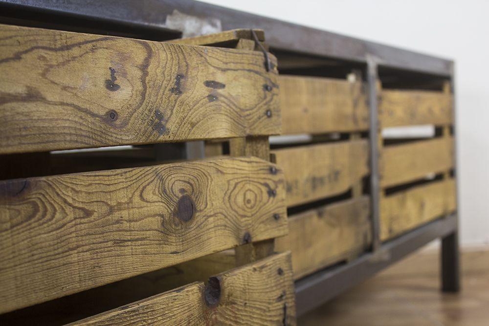 Detalle de uno de nuestros muebles de madera reciclada hierro y cajones de fruta antiguos - Muebles de hierro y madera ...