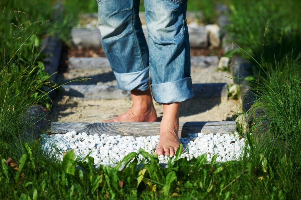 Het Blotevoetenpad Een Geweldige Stimulatie Voor Het Lichaam Via Spawelt Barfusspfad Barfuss Garten