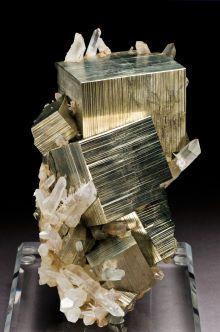 Wunderschöner Pyrit auf Quarz