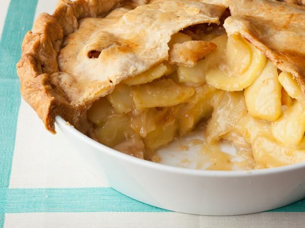 Vermont Cheddar Cheese Apple Pie -- Sweet-tart apples meet sharp Vermont cheddar in this classic New England take on the favorite fall pie. #AcrosstheCountry