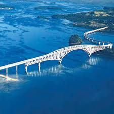 san juanico bridge stretches from samar to leyte across the san juanico straight of the philippines