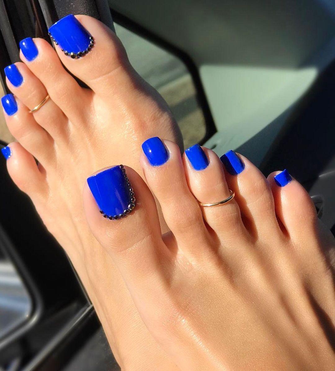 Swipe Flashbackfriday That Deep Royal Blue Lolatoenailz Brazilianbarbie Feet Footfetishgroup Footfetishnation Blue Toe Nails Toe Nails Royal Blue Nails