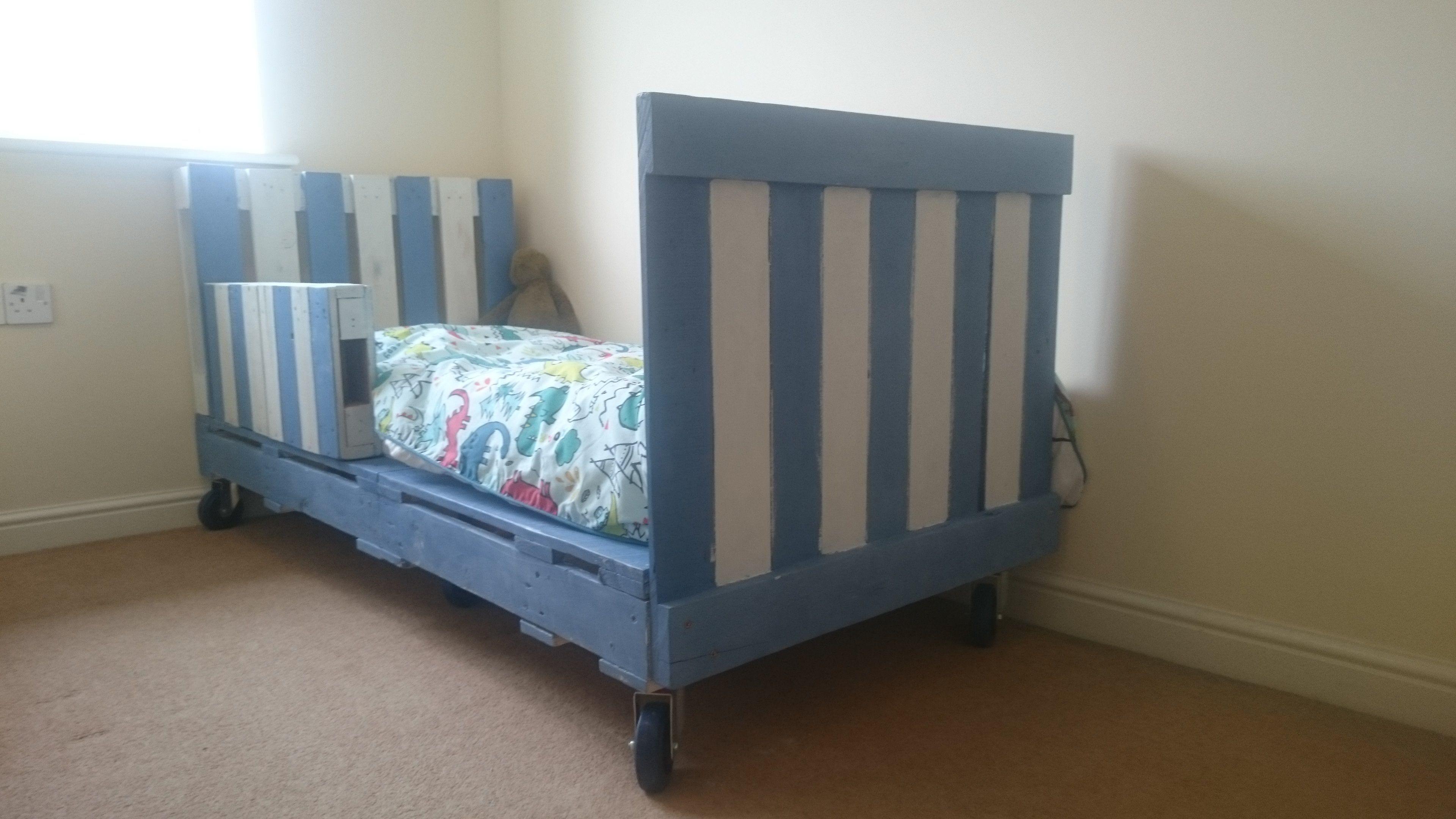 Transitional Children's Pallet Bed On Wheels • 1001