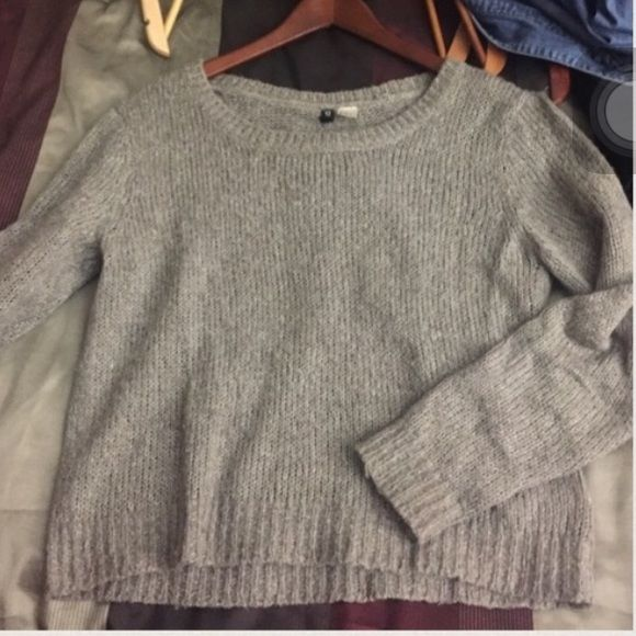Cream color sweater, PERFECT FOR LAYERING Barely worn, no trades H&M Tops