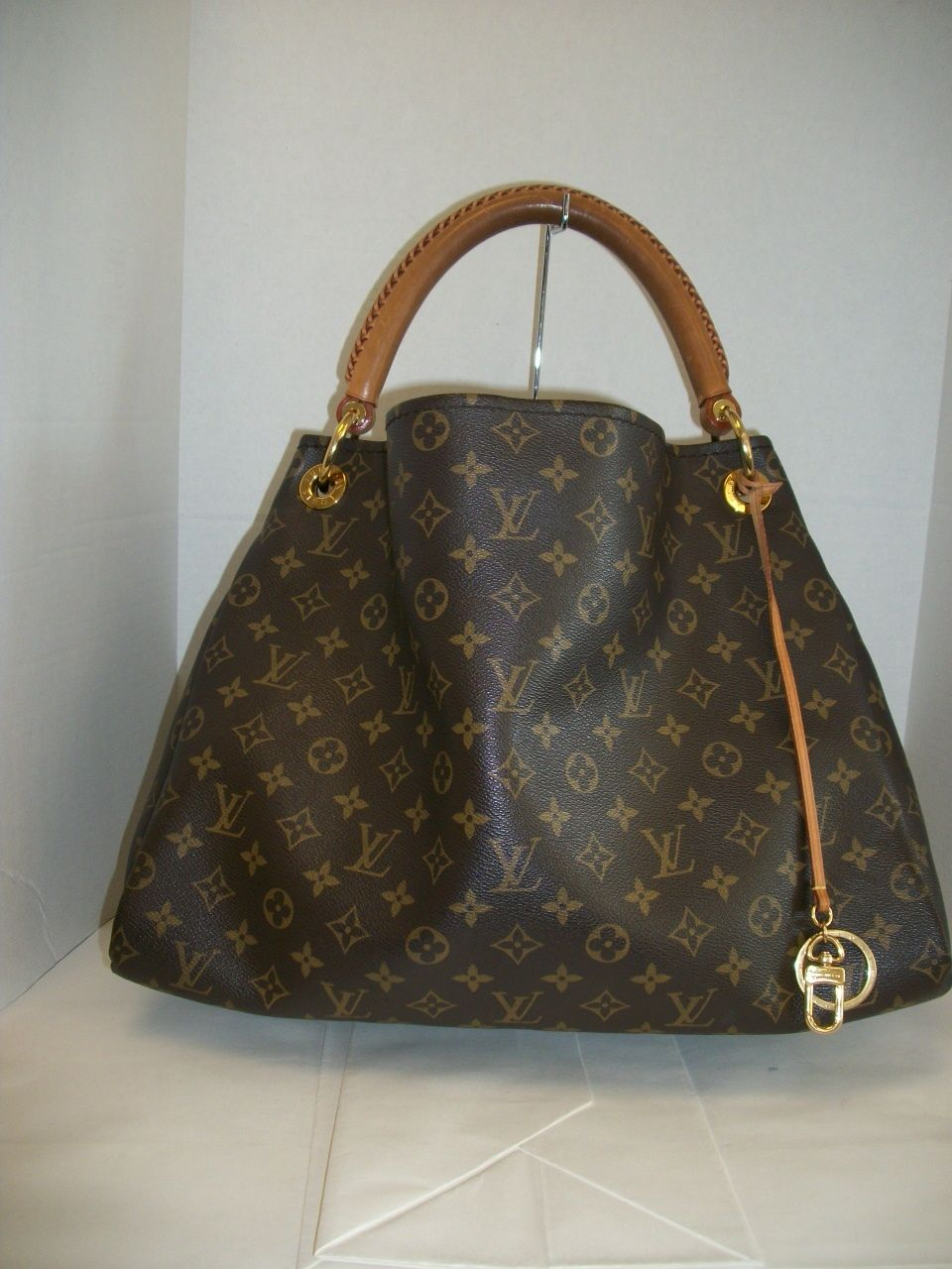 9e0aa06b067d Keeks Buy Sell Designer Handbags - Louis Vuitton Monogram Artsy MM