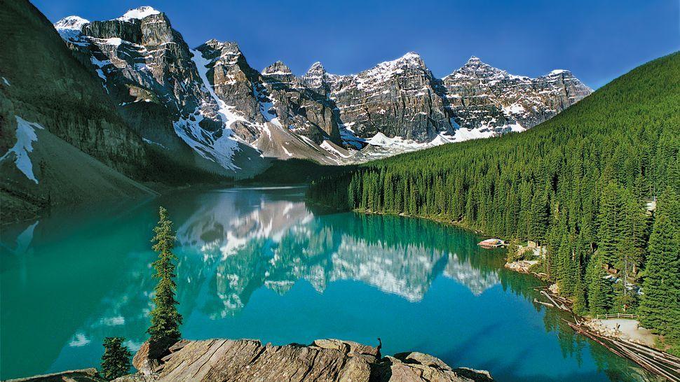Lake Louise Alberta Canada By Moraine Lake Lodge Lake