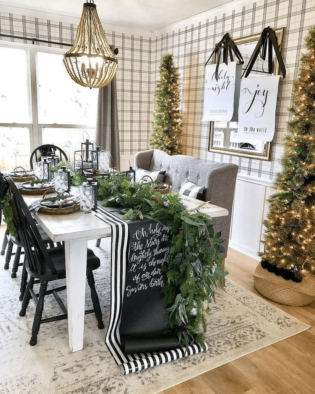 48 Beautiful Winter Dining Room Table Decor Ideas Which You Definitely Like Christmas Table Settings Dining Room Table Decor Christmas Table Decorations