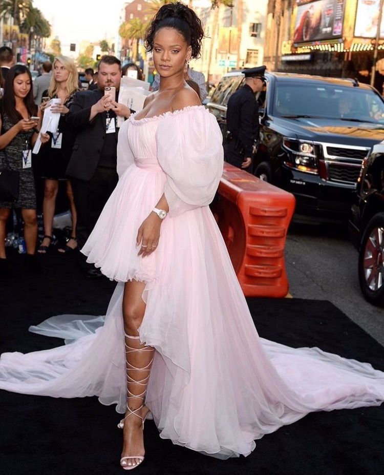 Rihanna Attends Valerian LA Premiere | Rihanna outfits ...