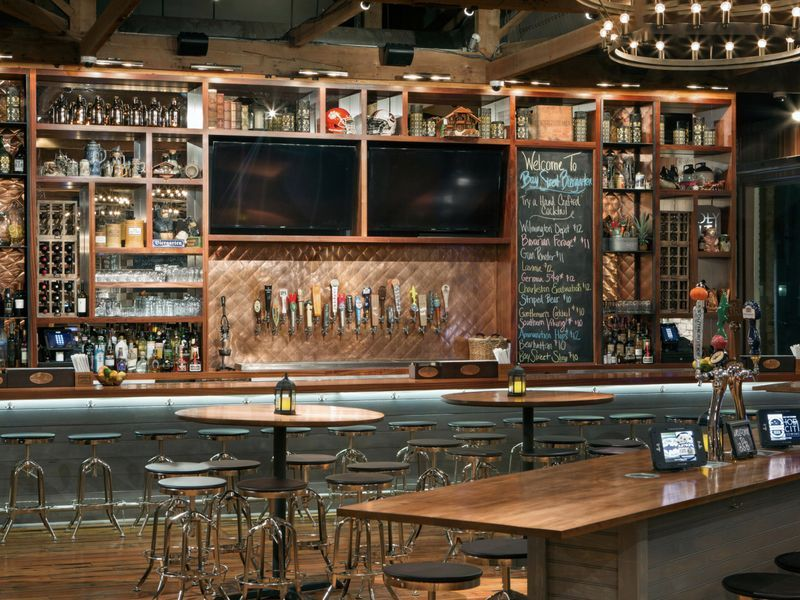Top Sports Bars in Charleston to Watch NFL and College