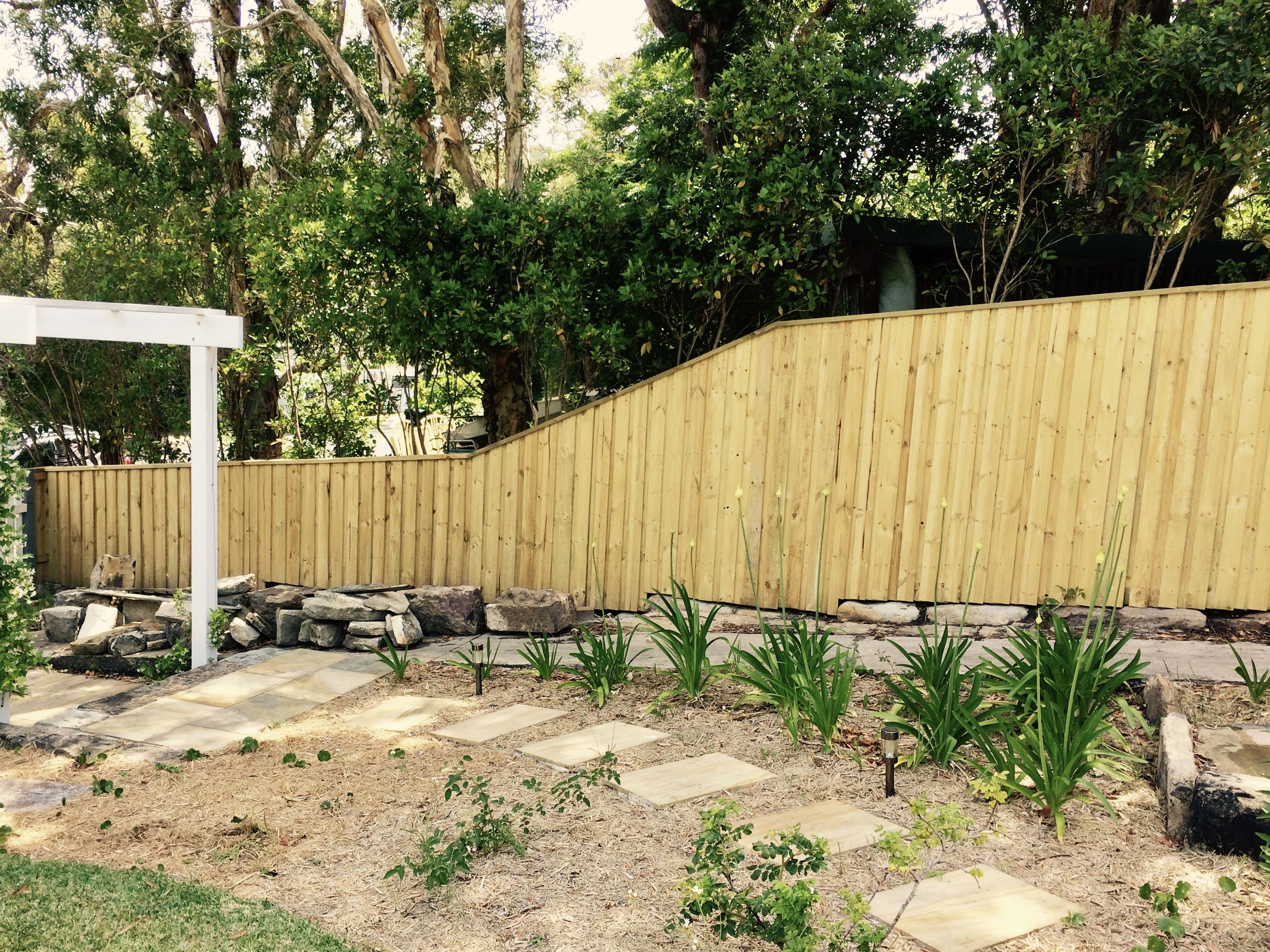 Lap and Cap Fence by Best Beaches Fencing. Avalon, NSW. 2 rows of ...