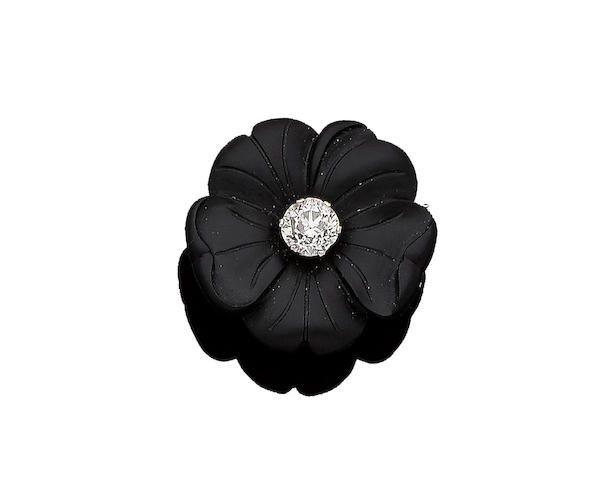A diamond flower brooch, first half of 20th century.