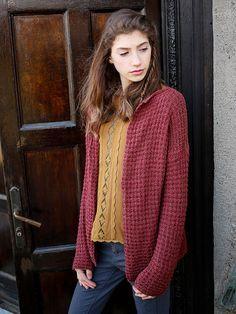 Bacca is a free cardigan knitting pattern designed in Berroco Fuji. #freepattern #berroco