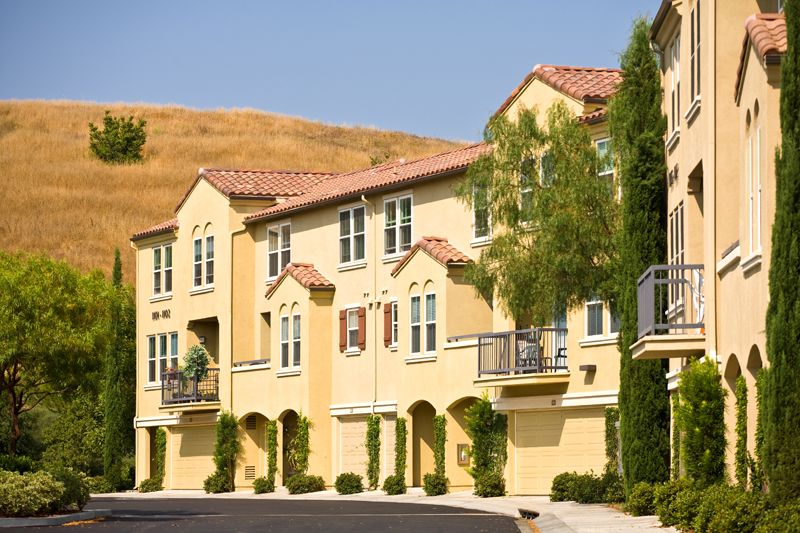 Quail Meadow In Irvine Is Perfectly Situated In Quail Hill With Private Garages And Resort Style A Resort Style Irvine Company Apartments Apartment Communities