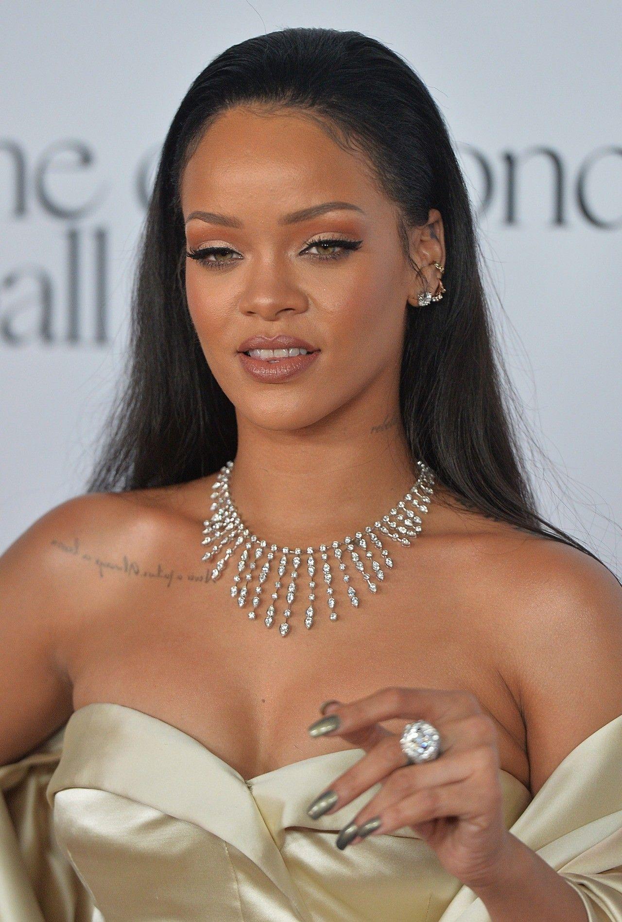 Pin de J em Rihanna Estilo zendaya