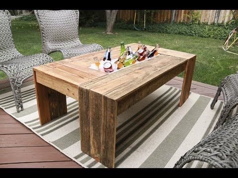 Rustic Pallet Wood Coffee Table With Drink Cooler Remodelaholic Coffee Table Wood Wood Table Diy Pallet Wood Coffee Table