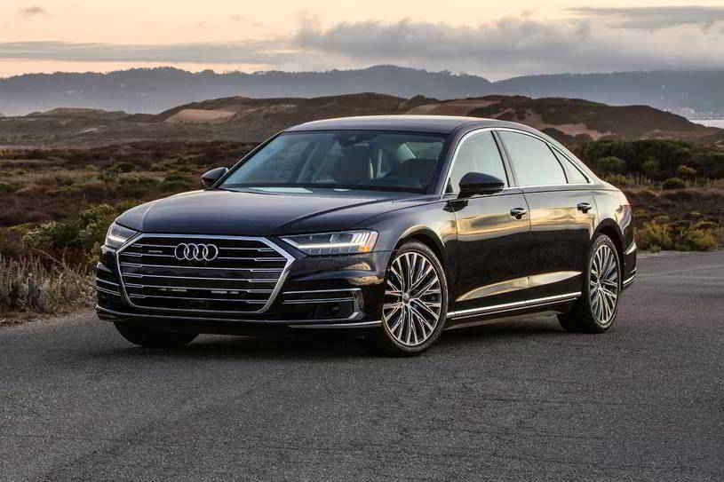 أودي A8 2020 الجديدة تصنف في فئة السيارات السيدان الفاخرة الفخمة لديها مقصورة جميلة ومقاعد واسعة ولكنها أقل رياضية من بعض المناف In 2020 Luxury Motor Luxury Sedan Audi