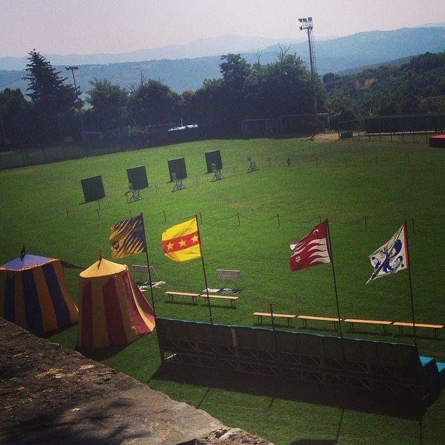 Desfile y concurso de tiro de arco entre Cavalieri #BambiniAllaModa #AltaModaInfantil #Modainfantil