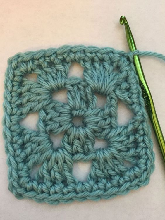 Make An Easy Granny Square With This 4 Round Free Crochet Pattern