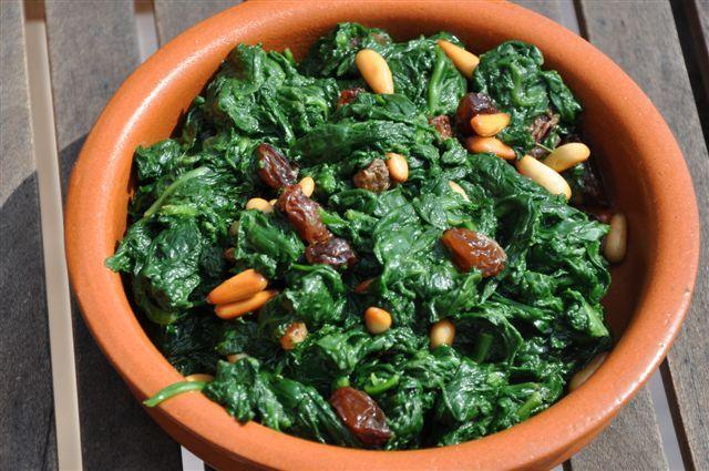 Espanicas a la catalana (Catalan recipe - sauteed spinach with raisins and pinenuts)