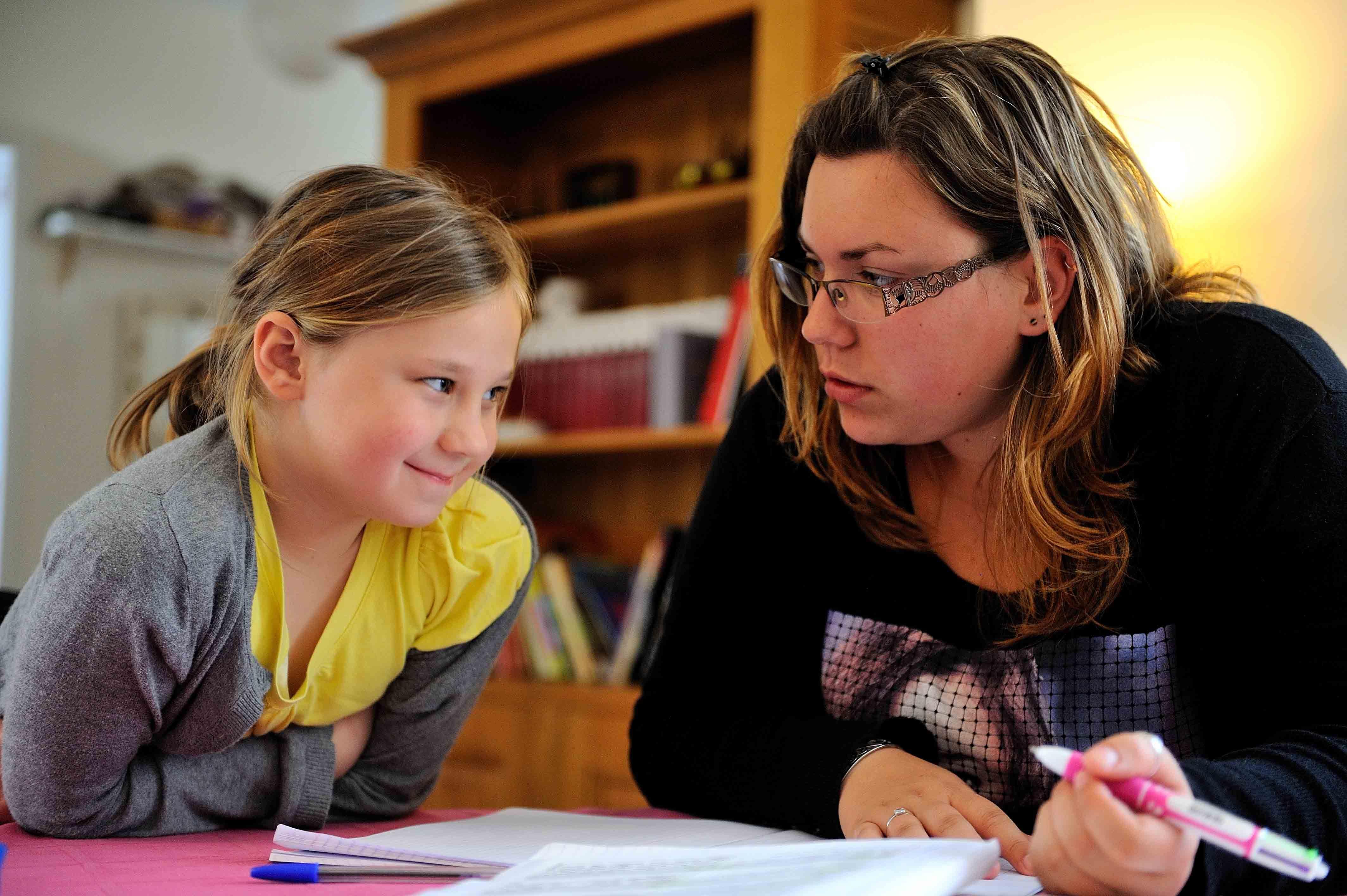 Aide aux devoirs pour un soutien scolaire adapté grâce à votre super nounou VIVASERVICES