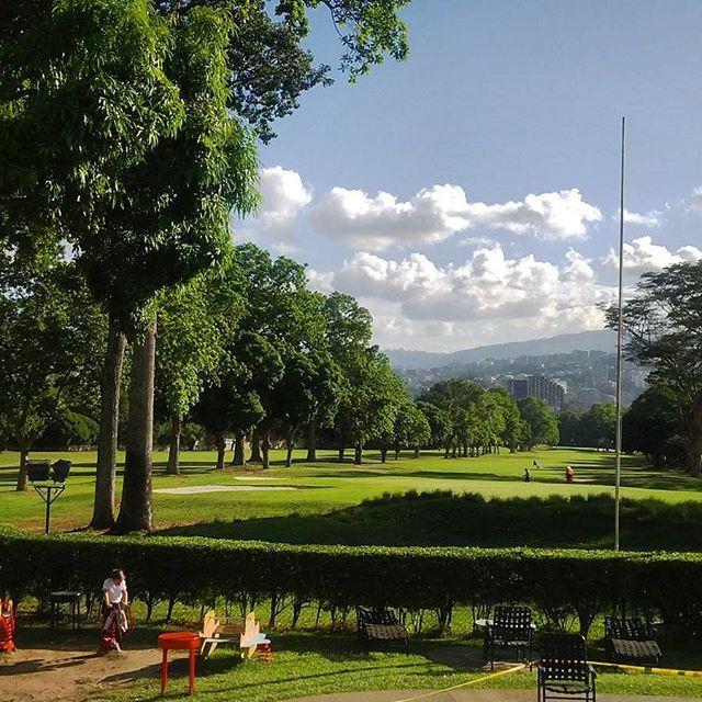 Caracas Country Club  #Caracas #Venezuela #diasoleado #sunnyday #árboles #trees #verde #green #vegetacion #vegetation #natureinthecity #countryclub #ciudad_ve #rinconesdeccs #ElNacionalWeb