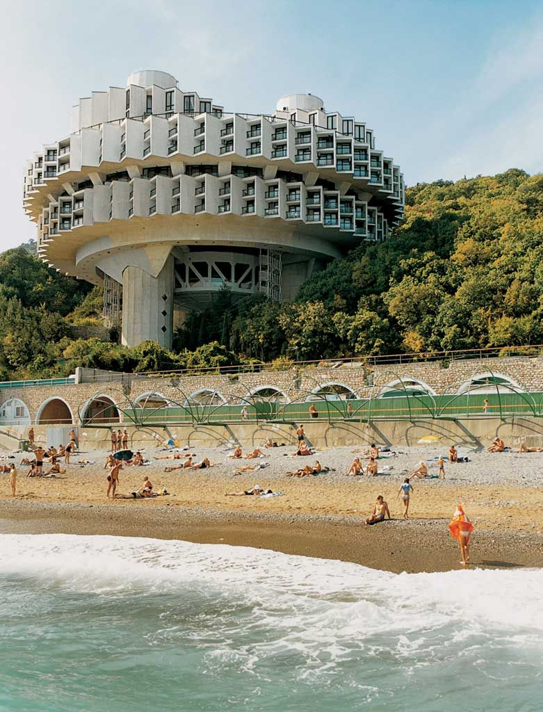 Cosmic communist constructions photographed frederic chaubin brutalismus b cher architektur - Beruhmte architektur ...