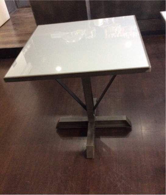 Tavolo quadrato 70x70 cm piano vetro base e struttura in