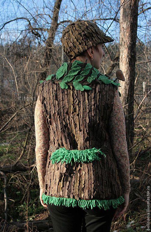 """Купить """"Лиственный лес"""" войлочный жилет - грибы, пенек, кора, кора дерева, полено, древесный"""