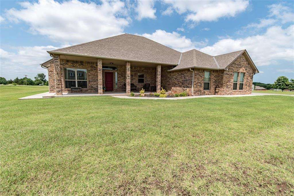 Ranch Single Family Purcell Ok This Beautiful Ranch Style Home Is Located On A 1 Acre Corner Lot Bring Your Go Sale House Renting A House Ranch Style Home