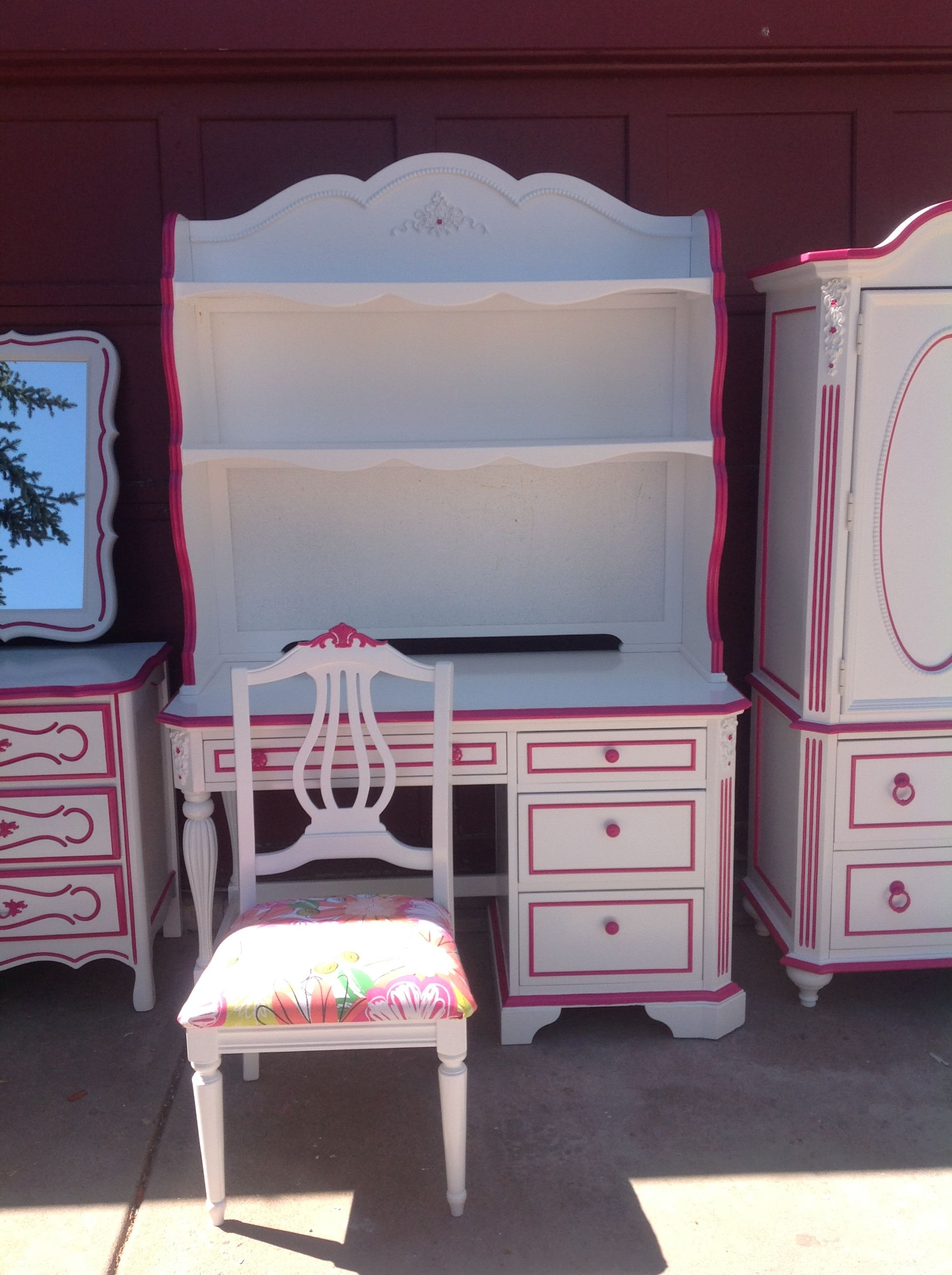 Girl's desk with bookshelf painted white with hot pink