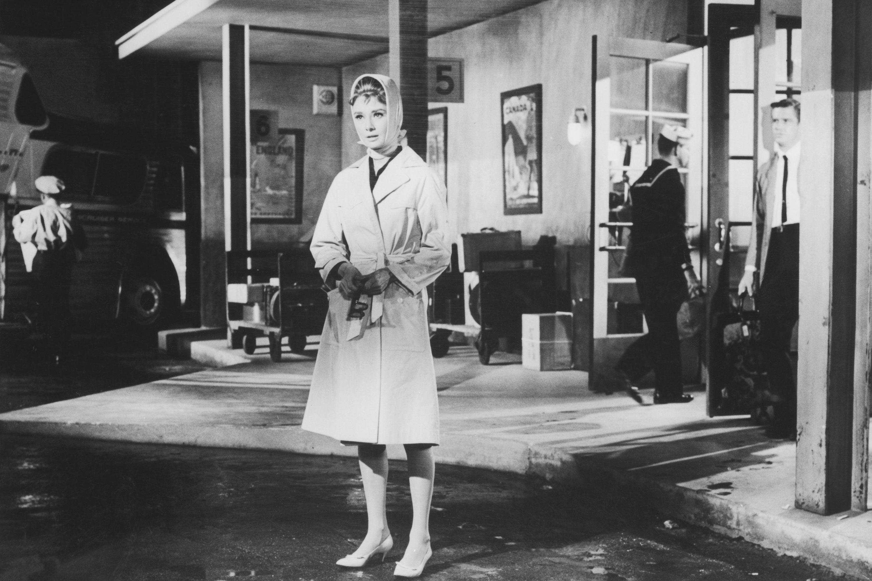 Audrey Hepburn on the set of Breakfast at Tiffany's, January 1961 - ELLE.com
