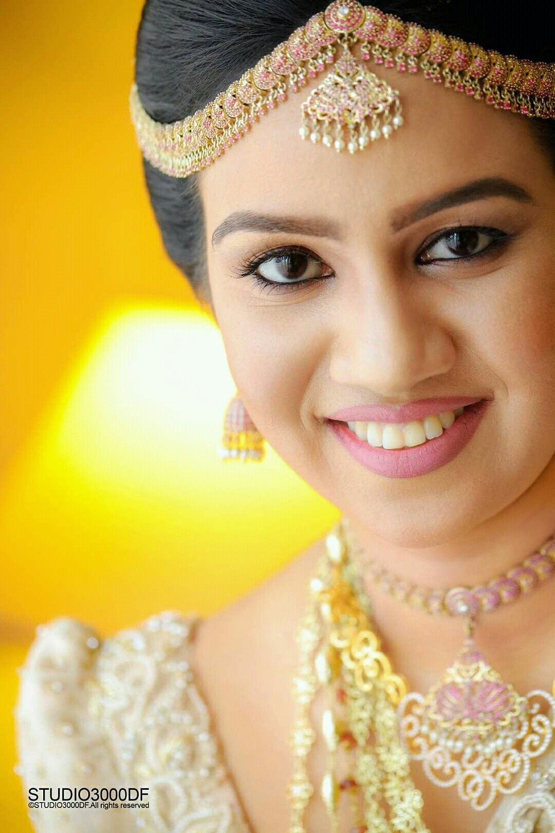 Amazing makeup by Dhananjaya Bandara Bridal wear