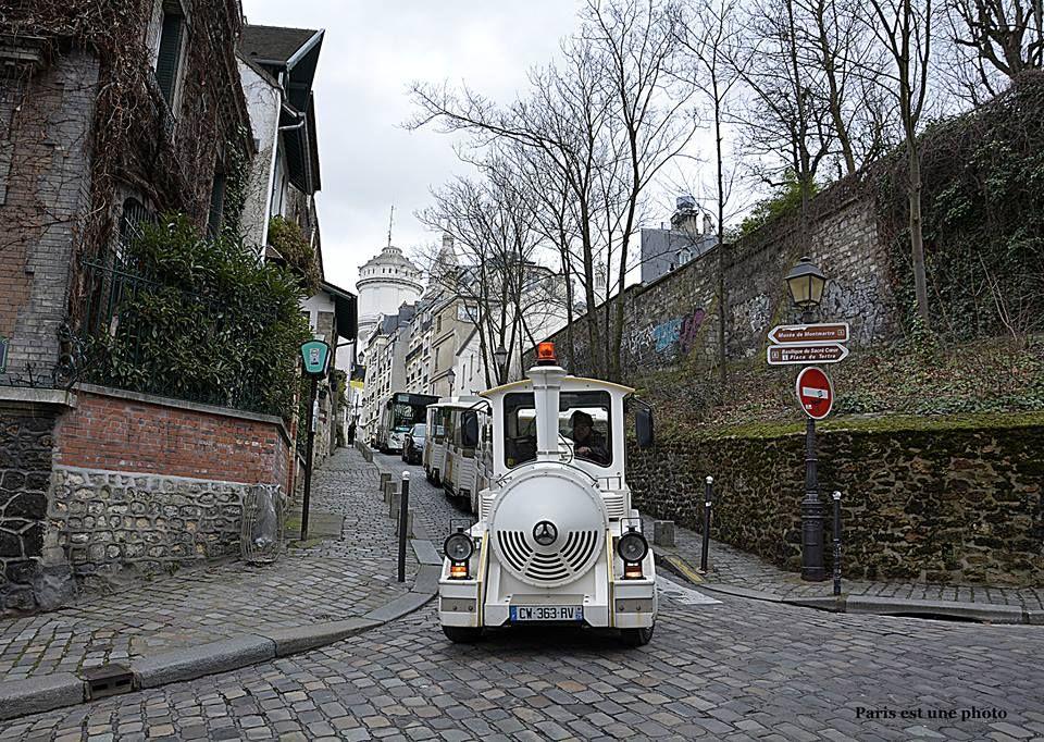 Et pour finir le dimanche, tranquillement, je vous propose une balade avec le petit train de Montmartre. smile emoticon. Paris XVIII.