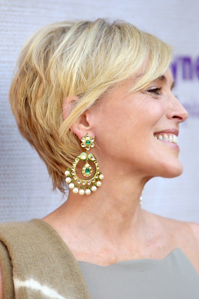 On est fan de la coupe courte de sharon stone cheveux for Coupe de cheveux sharone stone
