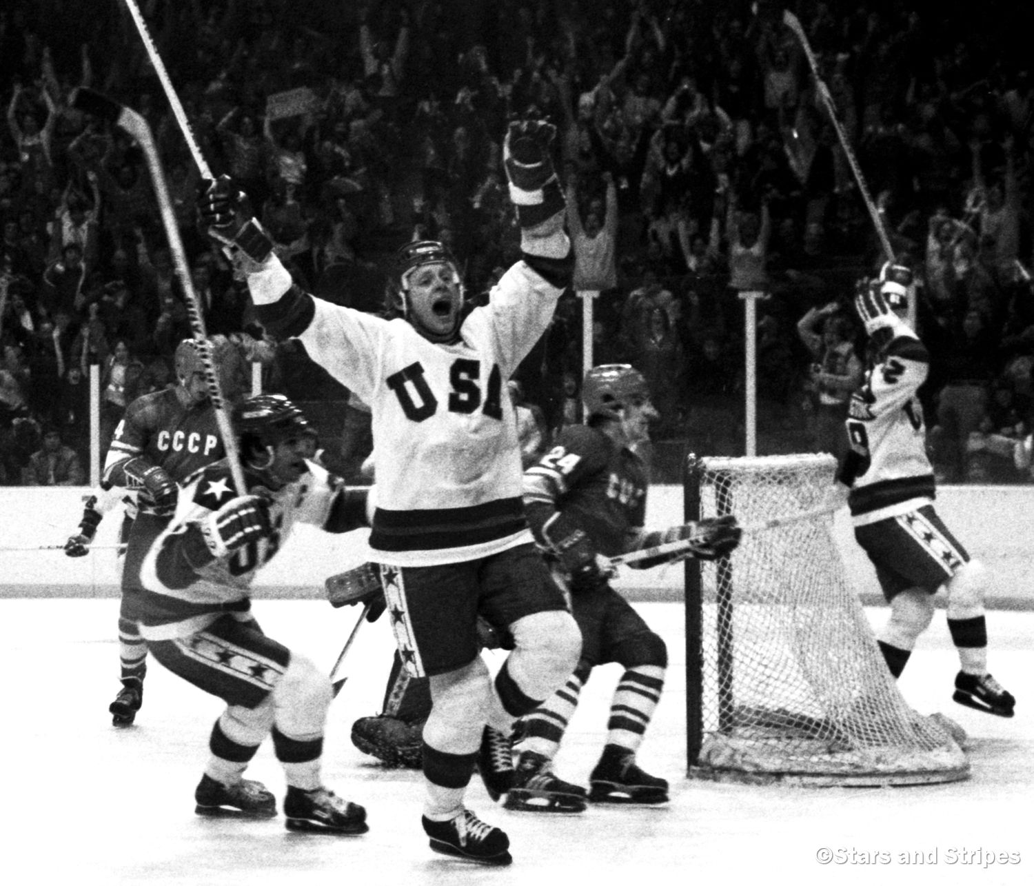U S Hockey Team Completes The Miracle On Ice With 4 2 Win Over Finland For Olympic Gold New York Daily News