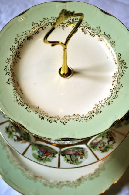 More Re-use of Porcelain from AV Susanne   http://gjenbruksbloggen.blogspot.com/2012/03/mer-gjenbruk-av-porselen.html