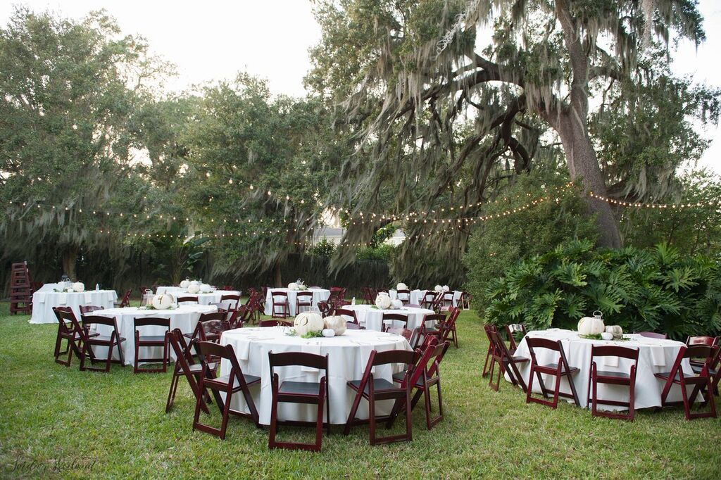 Tables And Mahogany Folding Chairs Photo By Bumby Photography Orlando Wedding Party Rentals