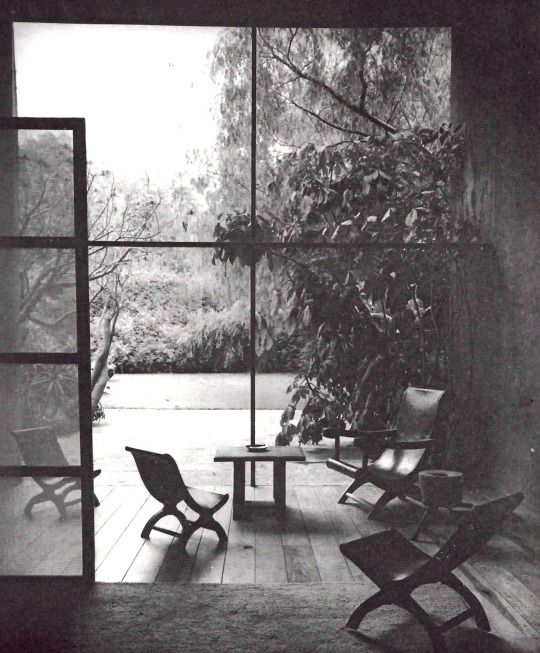 Estancia de Casa Barragán, calle General F Ramírez, Tacubaya, México DF 1948    Arq. Luis Barragán. Foto. Elizabeth Timberman