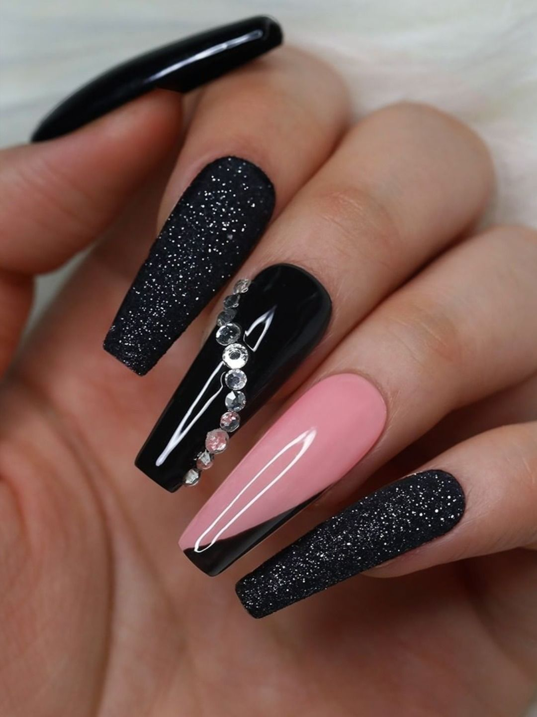The Most Beautiful Black Winter Nails Ideas Stylish Belles In 2020 Black Nails With Glitter Glamour Nails Pink Nails