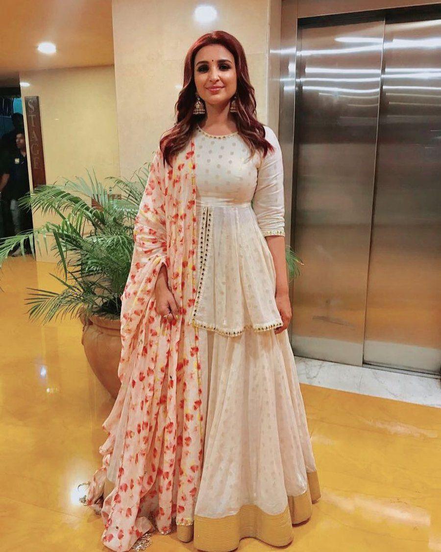 21 Simple Elegant Lehenga Options For The Sister Of The Bride Groom Shaadisaga Indian Gowns Dresses Lehenga Designs Designer Party Wear Dresses [ 1125 x 900 Pixel ]