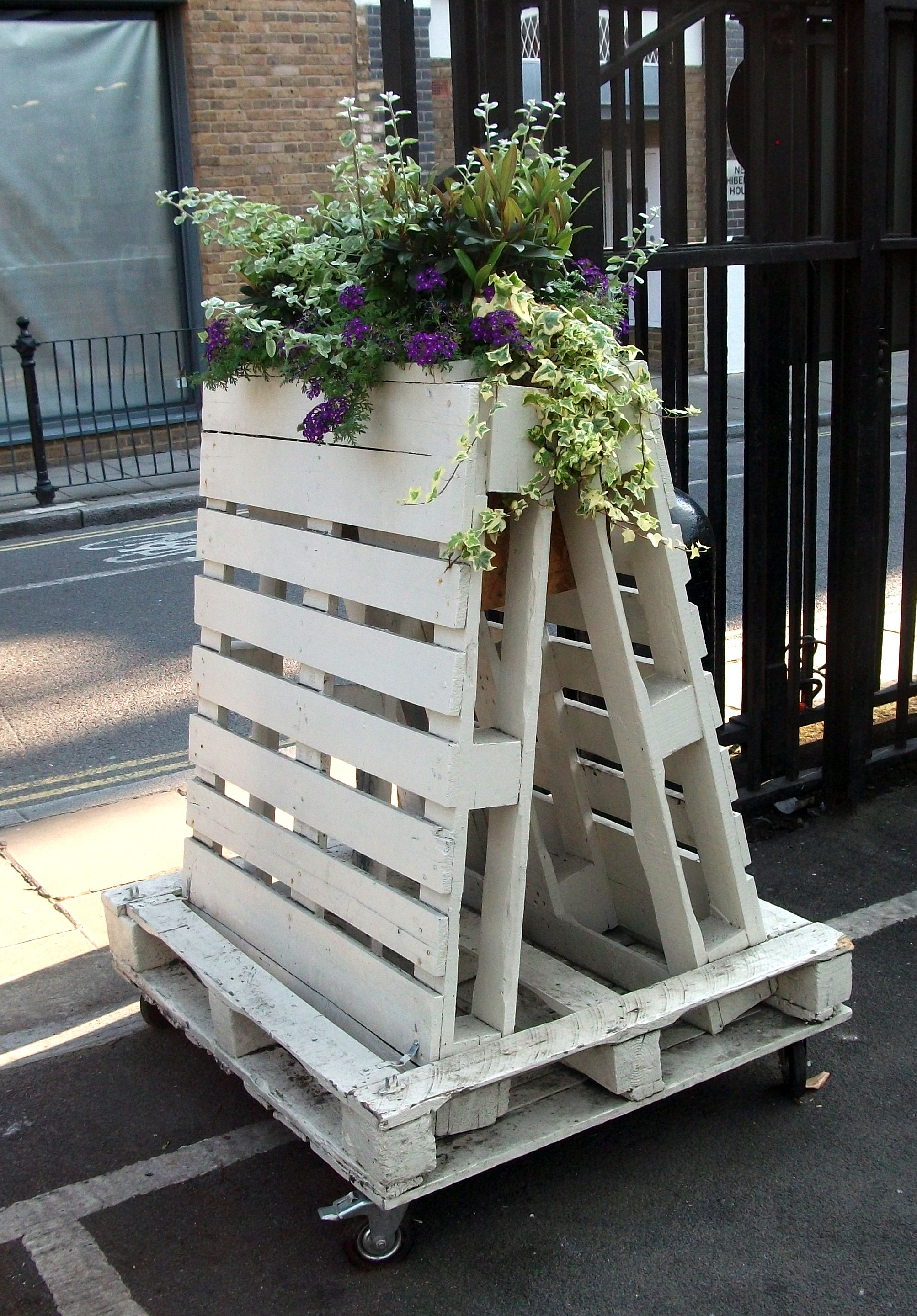 Mobile Wall Display W Pallets Wood Pallet Furniture