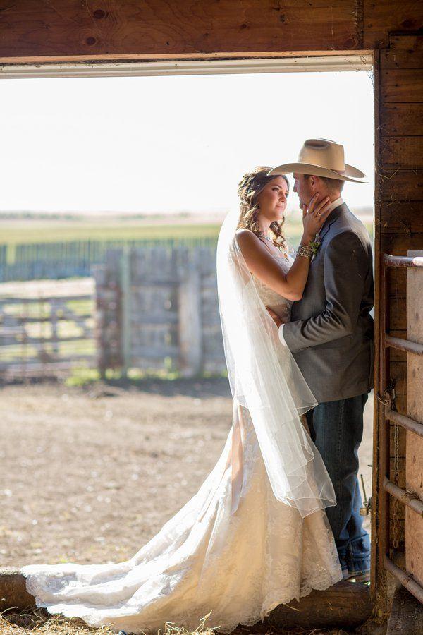 61e1306fd3c Western Style Barn Wedding | Western Weddings | Country wedding ...