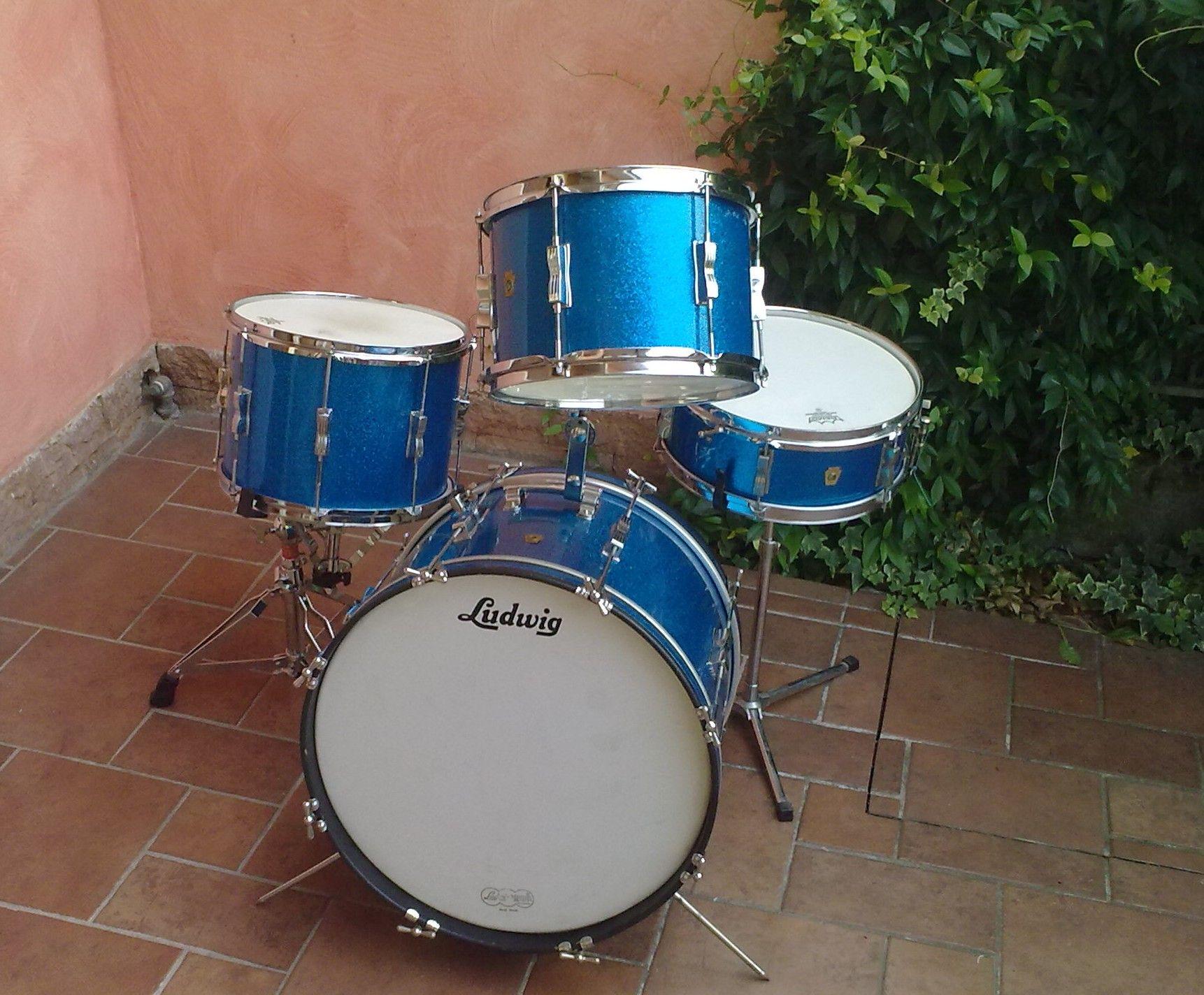 1960 63 vintage ludwig club date blue sparkle drum set sold vintage drums on sale. Black Bedroom Furniture Sets. Home Design Ideas