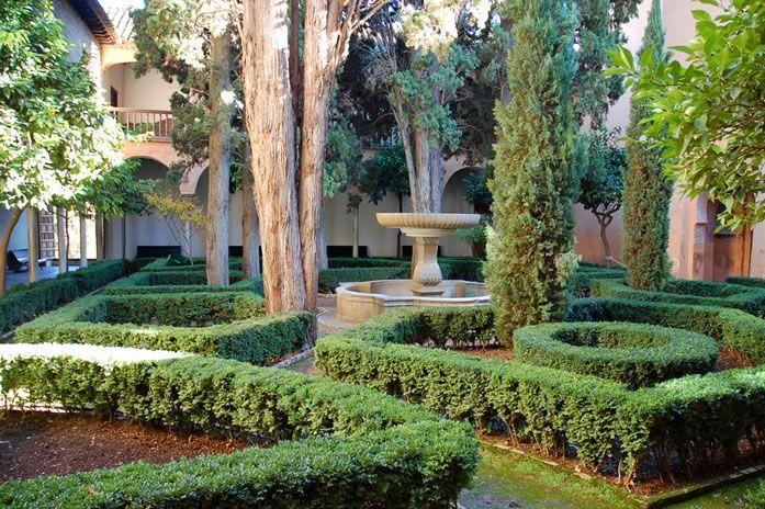 Formal garden design ideas....seems beautiful.  http://www.landscapedesignideas.biz