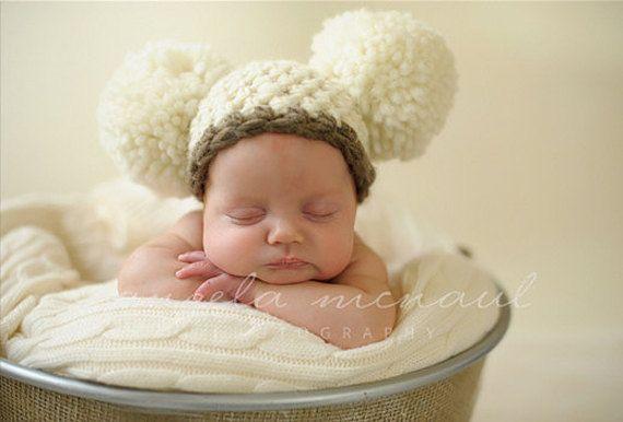 Double Pom Pom nouveauné chapeau crocheté bébé par knoodleknits, $24.00